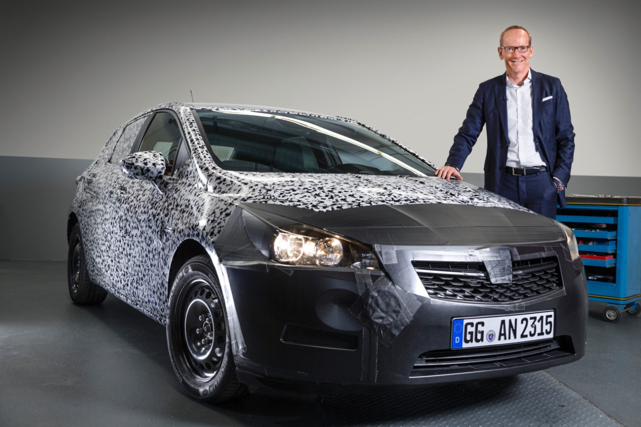 Luis Batalla y la iluminación matricial en los coches Opel